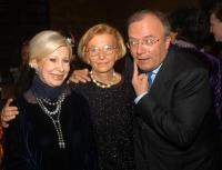 Anna Fendi, Emma Bonino e Francesco Storace, all'asta di beneficenza al museo Pigorini, promossa dalla Bonino e da  Anna Fendi, a sostegno della campa