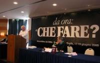 """Marco Pannella (sul podio) e Corbellini (seduto alla presidenza) nel corso dell'assemblea postreferendaria: """"Che fare?""""."""