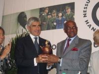 """Il presidente della Camera Pierferdinando Casini consegna il premio """"L'abolizionista dell'anno"""", al presidente del Senegal Abdoulaye Wade, in occasion"""
