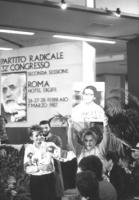 Emma Bonino ed ebrei con foto di Ida Nudel nella platea del 32° congresso II sessione del PR (BN) 933 bis e ter