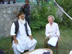 Emma Bonino  (alla guida di una commissione dell'Unione Europea per l'osservazione sulle elezioni in Afghanistan) con il governatore della Provincia d