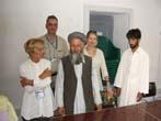 Emma Bonino  (alla guida di una commissione dell'Unione Europea per l'osservazione sulle elezioni in Afghanistan) con il suo staff, e, con, al centro,