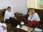 Emma Bonino  (alla guida di una commissione dell'Unione Europea per l'osservazione sulle elezioni in Afghanistan) con la candidata Kuchi (nomadi afgha