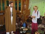 Emma Bonino  (alla guida di una commissione dell'Unione Europea per l'osservazione sulle elezioni in Afghanistan) con il leader del Party of Islamic U