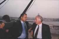 Marino Busdachin insieme a Mauro Politi (rappresentante della missione italiana all'ONU per il tribunale internazionale.  [fondo busda]