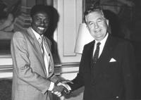 A sinistra: Basile Guissou
