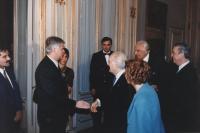 Scalfaro riceve al Quirinale delegazione congressisti stranieri del 36° congresso PR II sessione. Con Pannella ed Emma Bonino (di spalle).