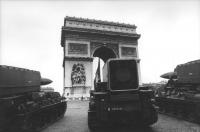 missili francesi in parata davanti all'arco di trionfo (BN) bella