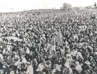 folla di giovani (BN)