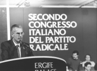 ritratto di Lanzinger (Verdi) che parla dalla tribuna del 2° congresso italiano PR  (BN)