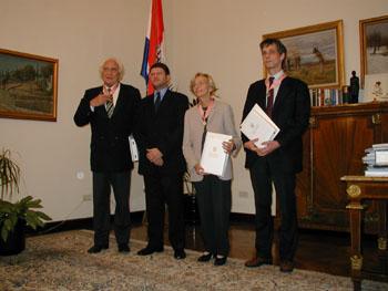 28/10/2002: Marco Pannella, Emma Bonino e Olivier Dupuis ricevono un'onorificenza per meriti particolari nella promozione della posizione internazionale della repubblica di Croazia. L'onorificenza è consegnata da Tonino Picula, ministro degli Esteri della repubblica